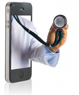 arm von arzt mit stetoskop kommt aus iphone
