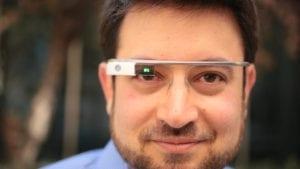 mann mit google brille