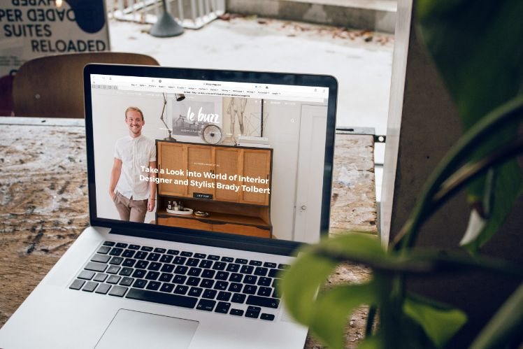 laptop mit website