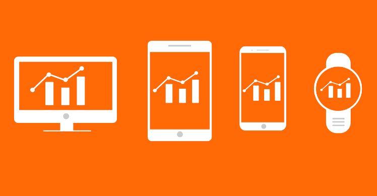 desktop iPad iPhone smartwatch vor orangenem Hintergrund