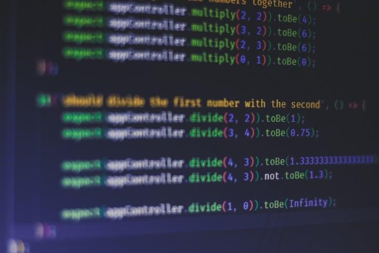 Bildschirm von computer mit unit test