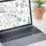 Laptop mit Darstellung von Marketing Automation Strategie