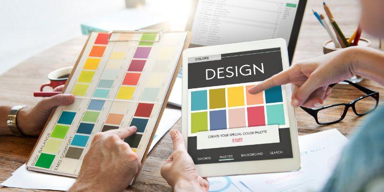 Vergleich von verschiedenen Farbspektren auf Tablet und Papier