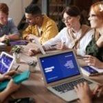 Zusammen im Team an Digital Transformation Trends arbeiten