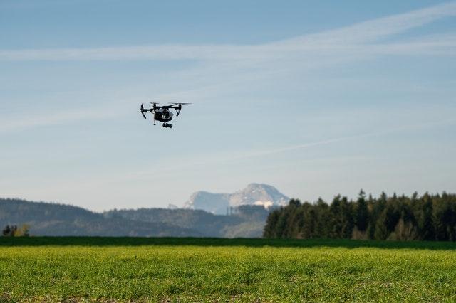 Drohne über Akker